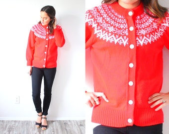 Vintage red winter wool sweater // red snowflake classic print sweater // bohemian sweater // Small winter wonderland sweater
