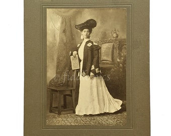 Antique Photograph | Boston Woman | Gay Nineties Fashion Attire | Gibson Girl