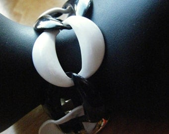 Bold Black and White Link Bracelet //Enameled 1980's fashion