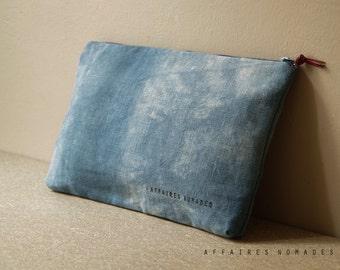 Pouch. cosmetics organizer.  bag divider. wallet linen Blue purse .. / HYPHEN
