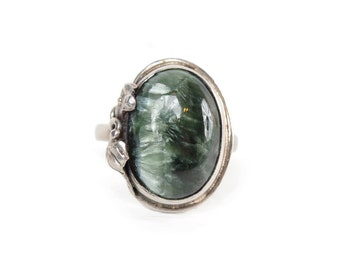 Green Agate and Sterling Silver Oval Ring With Floral Detail