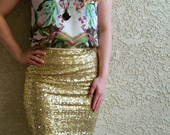 Awesome Bright Gold Pencil Sequin Skirt 20 inches - Stretchy, beautiful knee length skirt (Small, Medium, Large, XLarge). Ships asap!