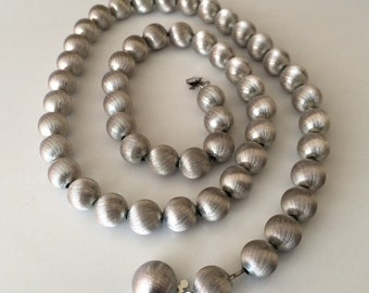 Vintage Classic Brushed Silver Tone Chain Strung Bead Necklace
