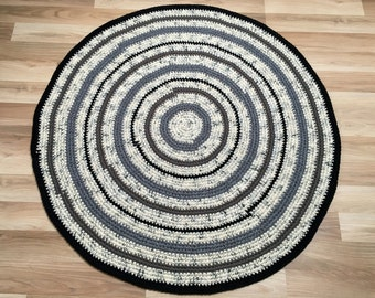 Measures 45'' in diameter, Beautiful crochet round rug in black and white