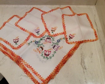 Vintage  Variegated Orange Crocheted Edged  Embroidered  Flowers Ivory Linen Card Table Tablecloth with Four Napkins