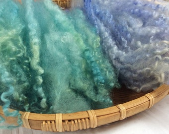 Hand Dyed Masham wool locks, 43gms. Art dolls, Waldorf, Puppets, Elves, spinning and felt making. 'Lilac & Spa' Colourway