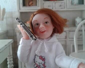 Minimariba Dolls - Little girl with IPhone - miniature dollhouse doll