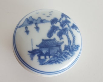 Chinese Porcelain Village Scene Blue White Wax Ink Well Calligraphy Vintage