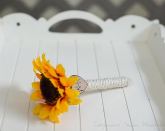 Guest book pen select flower showing sunflower peony pen with bride and groom initials