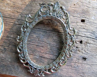 Vintage oval filigree picture frame 5 x 4 inch / Filigree metal gold tone Italy frame