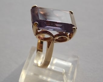Color Change Emerald Cut Syn Sapphire 16Ct Yellow Gold 14K 7.6gm Size 4.5 1970s era