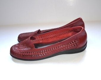 Vintage 90s  Women dark red woven  leather shoes  huaraches  Low Heel Flats by Covington 8 1/2 US Excellent Condition Loafers Moccasin Style