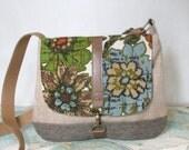 Omaha - Crossbody messenger bag // Vintage floral print // Adjustable strap // Vegan // Summer purse // Travel purse // Ready to ship