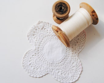 Vintage Embroidered LACE - HANDMADE CROCHET coaster - doily (crxt-06/16)