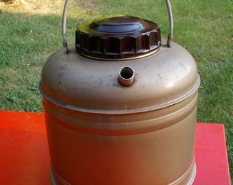 Old Fashioned WATER JUG Molded Thermo Steel Wood handle Probably Bakelite or plastic screw top 1940s 50s Retro