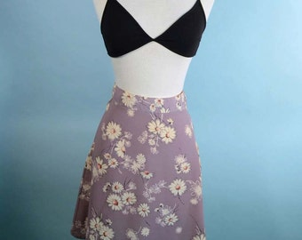 Vintage 90s Lavender Floral Mini Skirt, Hipster Flare Skirt, Back to School Kawaii Mini, FItted 27 Inch Waist M