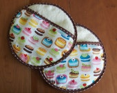 Round Pot holders with French Macarons in Blue, Pink, Yellow, Potholders, Circular Oven Mitts, Robert Kaufman Confections, Hostess Gift