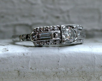 Mid Century Beautiful Vintage Platinum Diamond Engagement Ring.