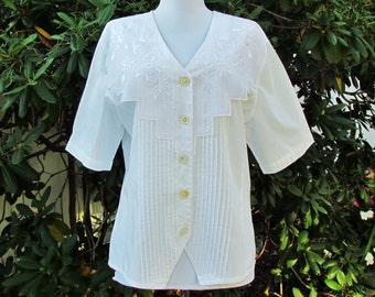 Vintage white blouse, 1980's blouse with pin tucks and embroidered organdy collar, large size blouse with short sleeves, summer blouse