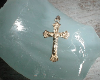 14K Gold Crucifix *Diamond Cut Details* Nicely Detailed *2.6 Grams*