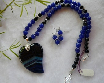 20 Inch Blue Banded Agate Stylized Heart Pendant Necklace with Earrings