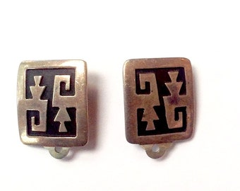 Vintage sterling silver Hopi clip on earrings signed T