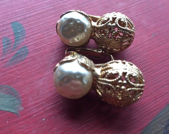 Faux pearl clip on vintage earrings wedding bridal mad men free shipping sale