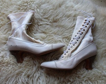 Vintage White Victorian Style Witch Booties Size 6