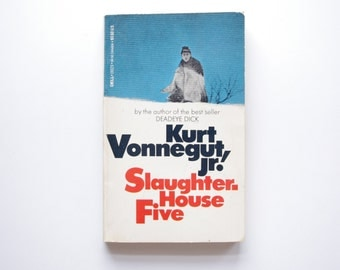 a literary analysis of the themes of slaughterhouse five by vonnegut Vonnegut demonstrates his own antiwar sentiments throughout slaughterhouse – five with the use of irony, satire, science fiction and dark humor  slaughterhouse-five passage analysis prompt 1 throughout slaughterhouse-five, vonnegut chooses to use special literary techniques that.