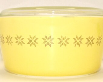 Vintage Pyrex Town & Country Casserole w/Lid, #474, 1.5 Quart Size, Yellow with Brown Stars,