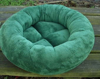 Cat bed, dog bed, pet bed, round bed, donut bed, kitty bed, machine washable, green bed, kitten bed, puppy bed, small dog bed,cat beds