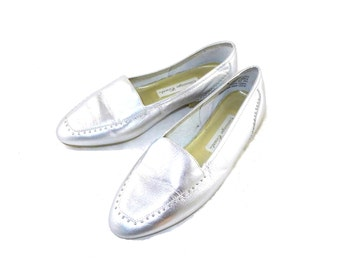 Silver metallic studded leather - classic loafers - 1980s, 6 M metallic, flats ballet slip ons, boat shoes
