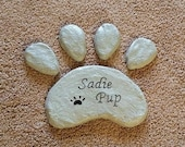 Garden Stepping Stone, Pet Memorial, Paw Print, Paw Print Stone, Stepping Stone, Concrete Stone, Dog Paw