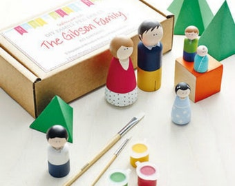 Peg Doll Kit - Family of 4 Wooden Dolls - Kids Craft Kit, DIY Craft Kit, Paint your own Family Dolls