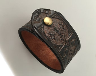 Vintage LEATHER Cuff Bracelet, Hand Tooled Leather Bracelet, Vintage Hand Tooled Leather, Black Leather Bracelet, Bohemian, Snap Closure