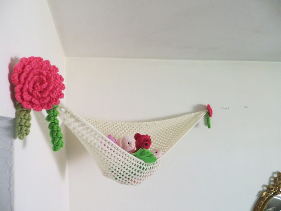 stuffed animal storage in ivory with pink crochet roses. Black Bedroom Furniture Sets. Home Design Ideas