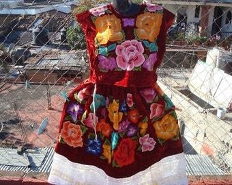Red Velvet Floral Traje