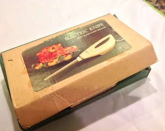 Awesome Avocado Green Retro Electric Knife by Hamilton Beach - STILL IN BOX!