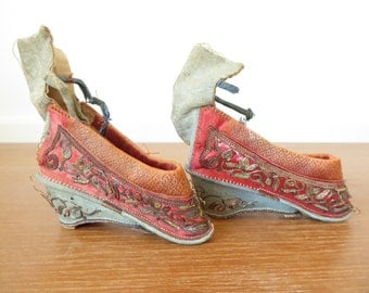 Antique Cantonese silk lotus shoes with gold thread, foot binding shoes