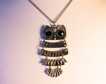 Vintage Silver Tone Owl Pendant Necklace      24 Inch