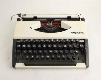 Portable Typewriter, Olympia SF Lithuanian Keys