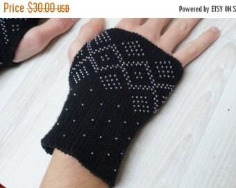CIJ SALE Knit beaded wrist arm warmers cuff bracelets Fingerless mittens wool gloves black beaded merino wool minimalist Czech seed beads