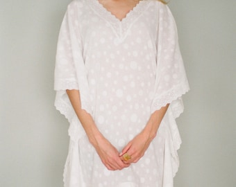 Cotton Jacquard and lace honeymoon kaftan. Knee length kaftan in a white cotton jacquard and lace. Lace beach cover up. Small.