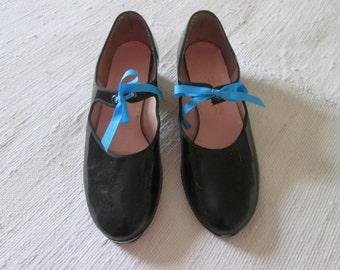 Vintage black shoes to tap / Tap Dance