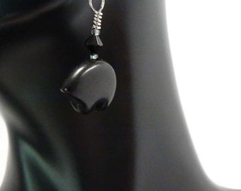 Zuni Bear Earrings in Black Magnesite