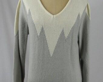 On Sale 30% Off Women's Gray Vintage 80s Zig Zag Sweater Size S, M, L