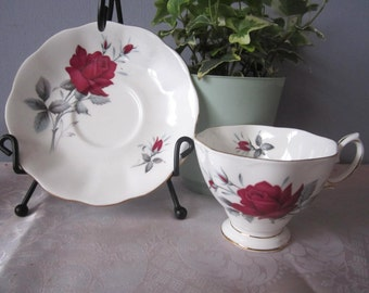 Royal Albert sweet romance Teacup and saucer Bone China - Made in England Royal Albert teacup