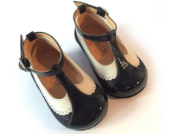 Ona Petit Black - Baby girls t-strap shoes - on black leather