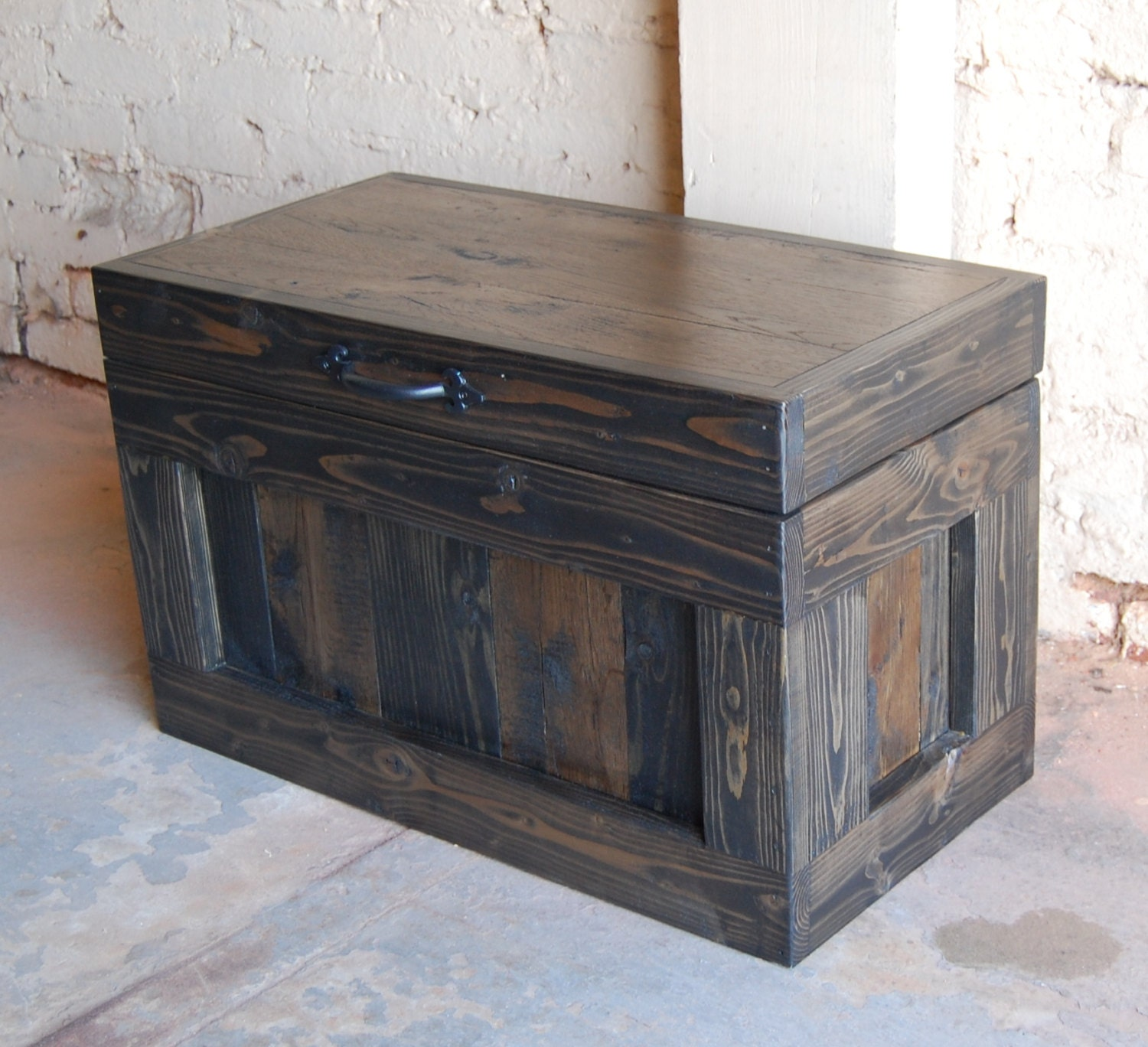 hope chest / coffee table/ end table/ toy box/ small trunk