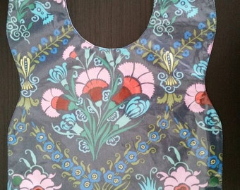 Waterproof Baby to Toddler Bib with Pink Flowers